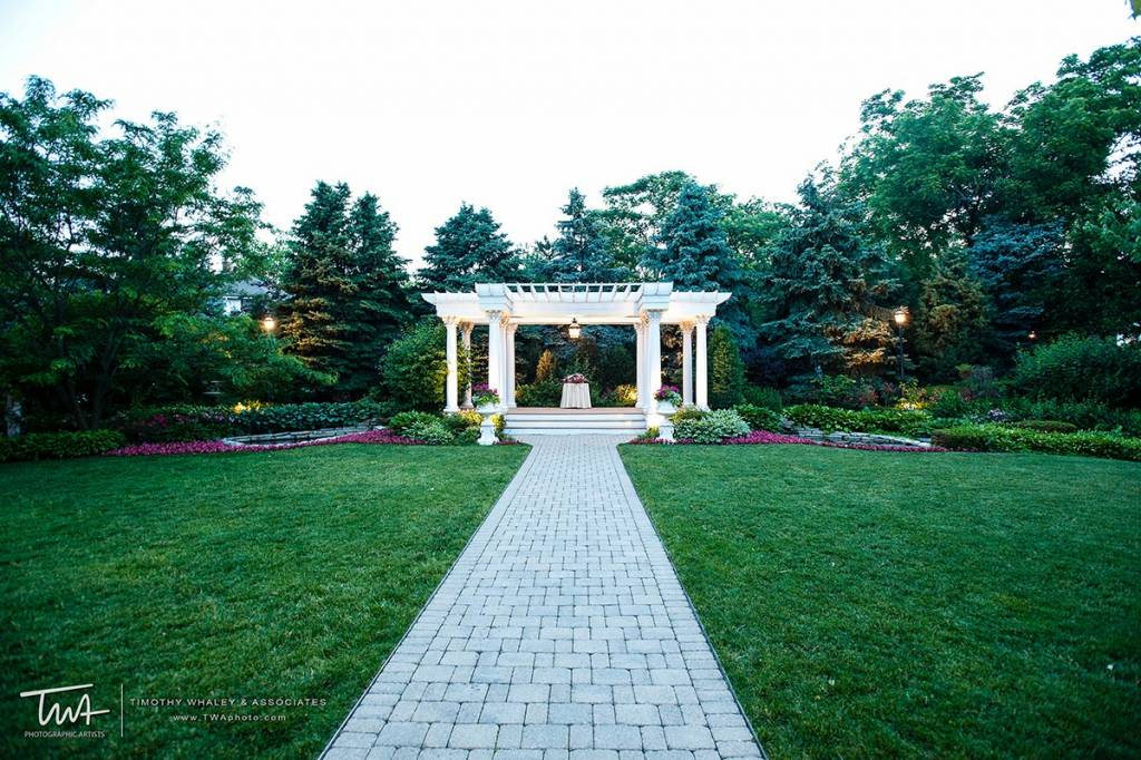 Places for Outdoor Wedding Ceremonies Near Chicago