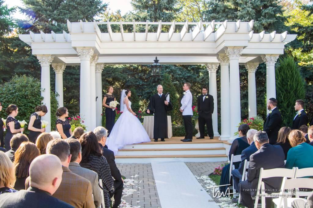 Indoor Vs Outdoor Weddings: Outdoor Wedding Venue Vs. Indoor Wedding Venue